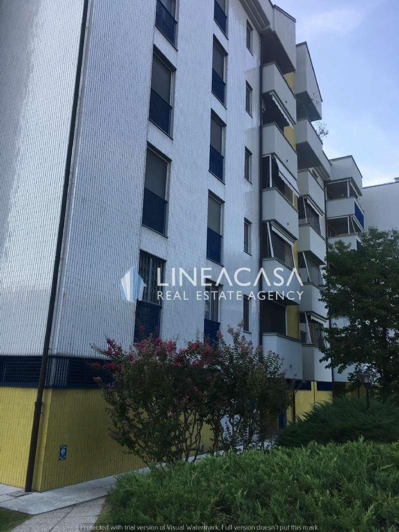 Appartamento in buone condizioni in affitto Rif. 7891259