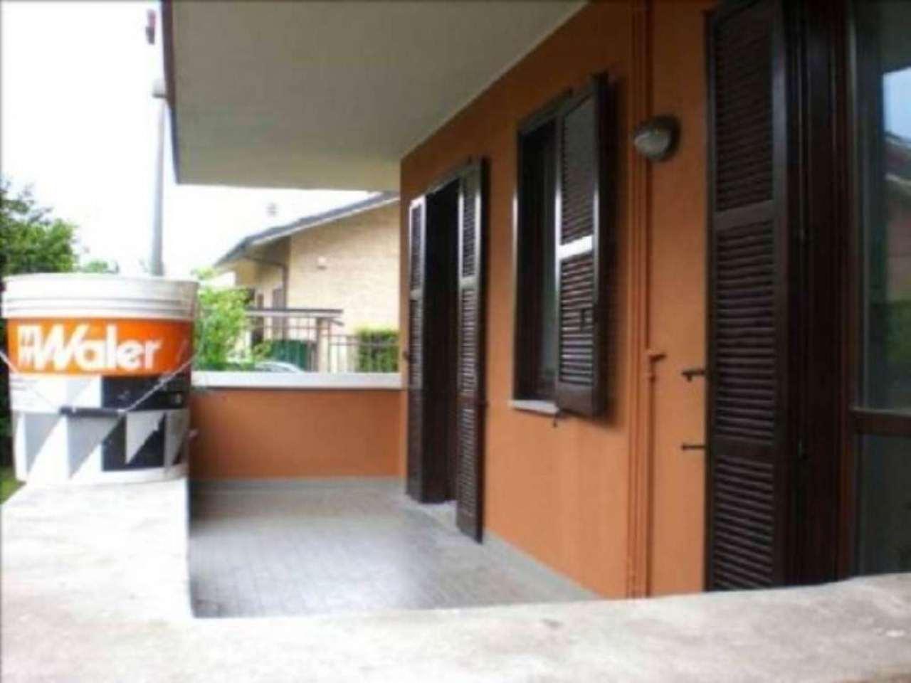 Appartamento in buone condizioni in affitto Rif. 7325634