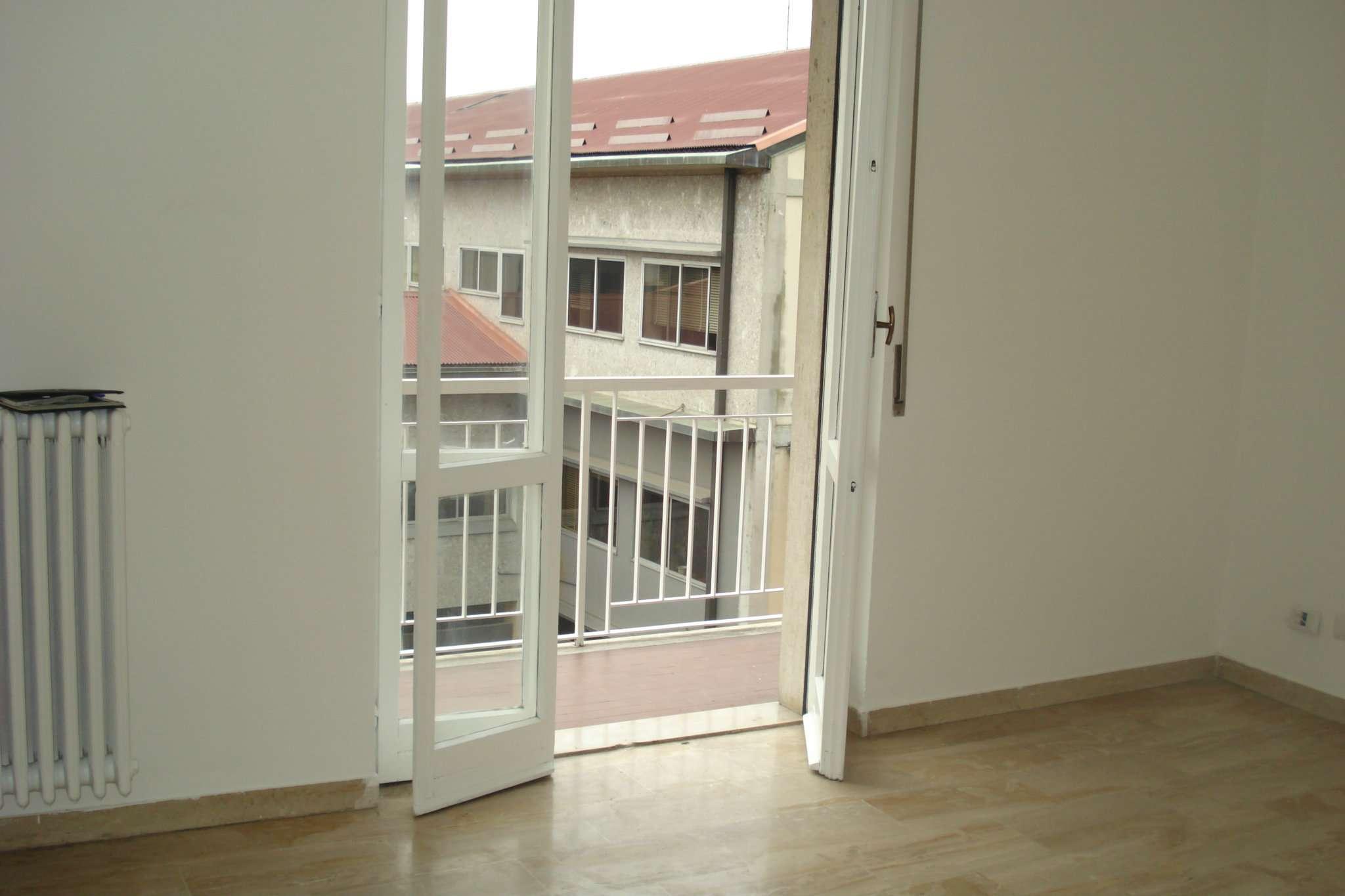 Appartamento in buone condizioni in affitto Rif. 5598356