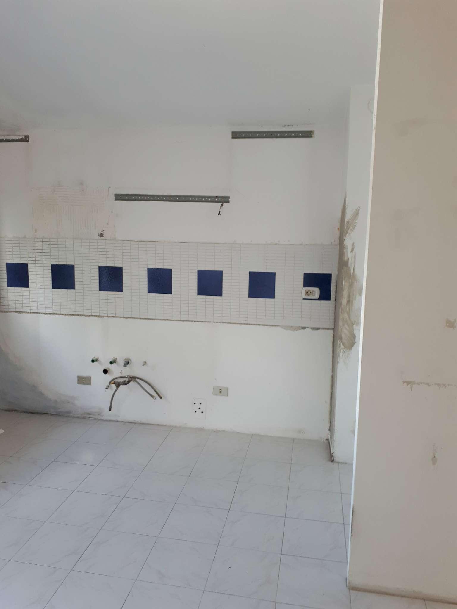 Appartamento in buone condizioni in affitto Rif. 7771095