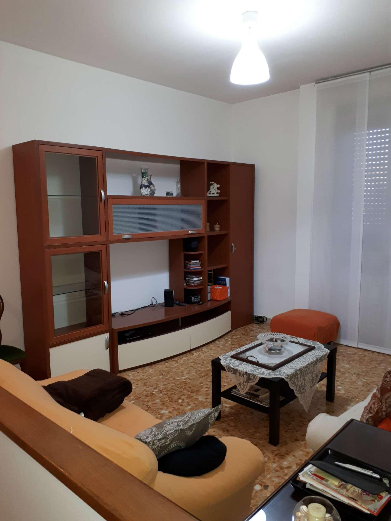 Appartamento in buone condizioni parzialmente arredato in affitto Rif. 7771092