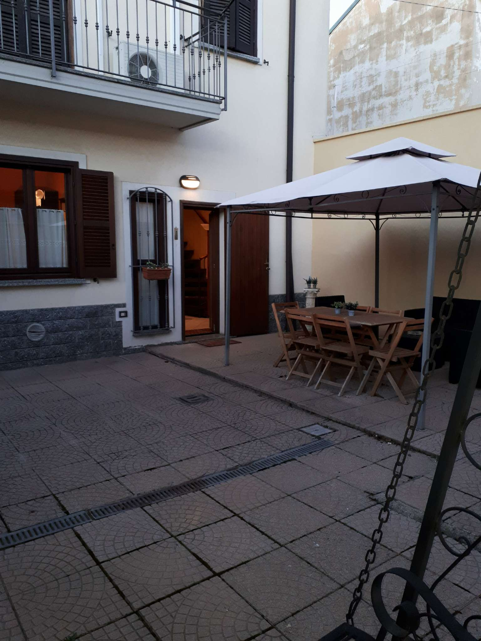 Soluzione Indipendente in affitto a Caronno Pertusella, 3 locali, prezzo € 800 | CambioCasa.it