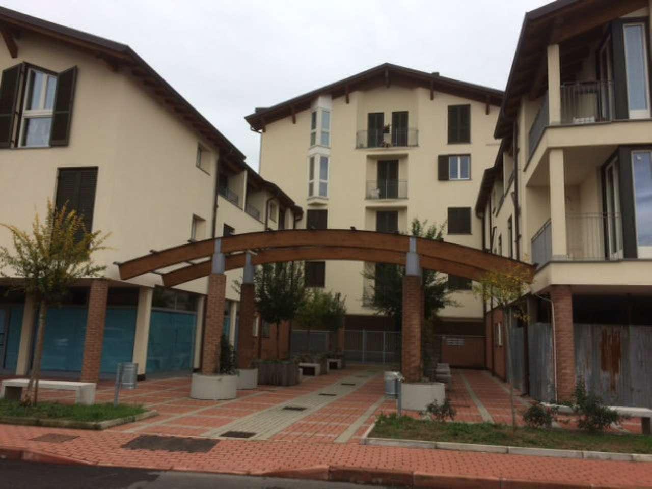 Appartamento in vendita a Caronno Pertusella, 2 locali, prezzo € 150.000 | CambioCasa.it