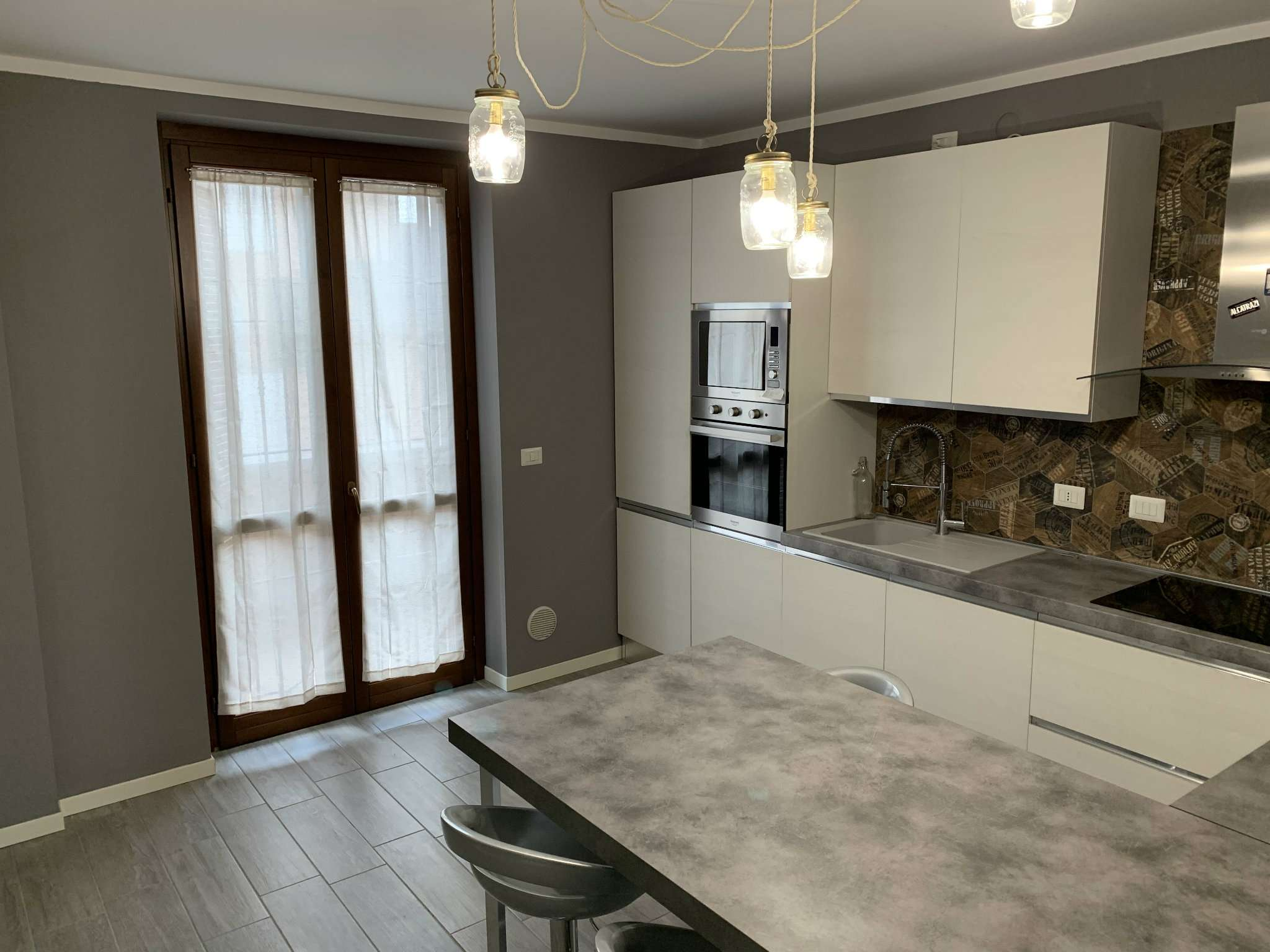 Appartamento in vendita a Caronno Pertusella, 4 locali, prezzo € 275.000 | PortaleAgenzieImmobiliari.it