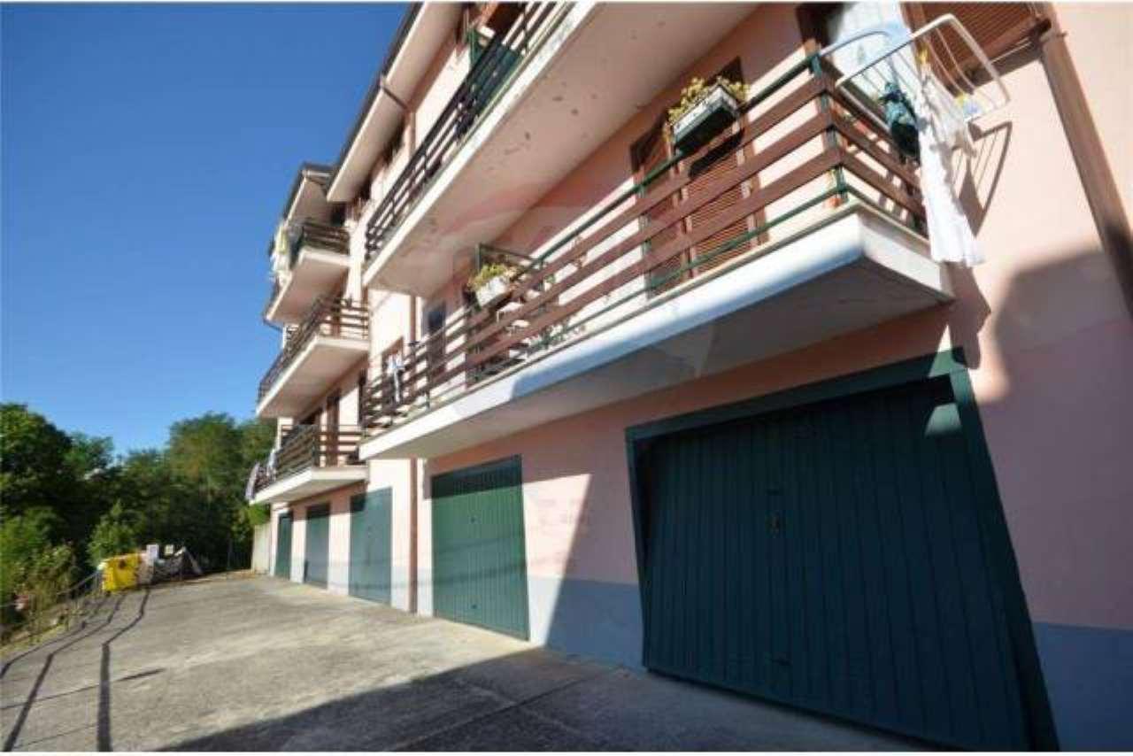 Appartamento in vendita a Carro, 3 locali, prezzo € 120.000 | CambioCasa.it