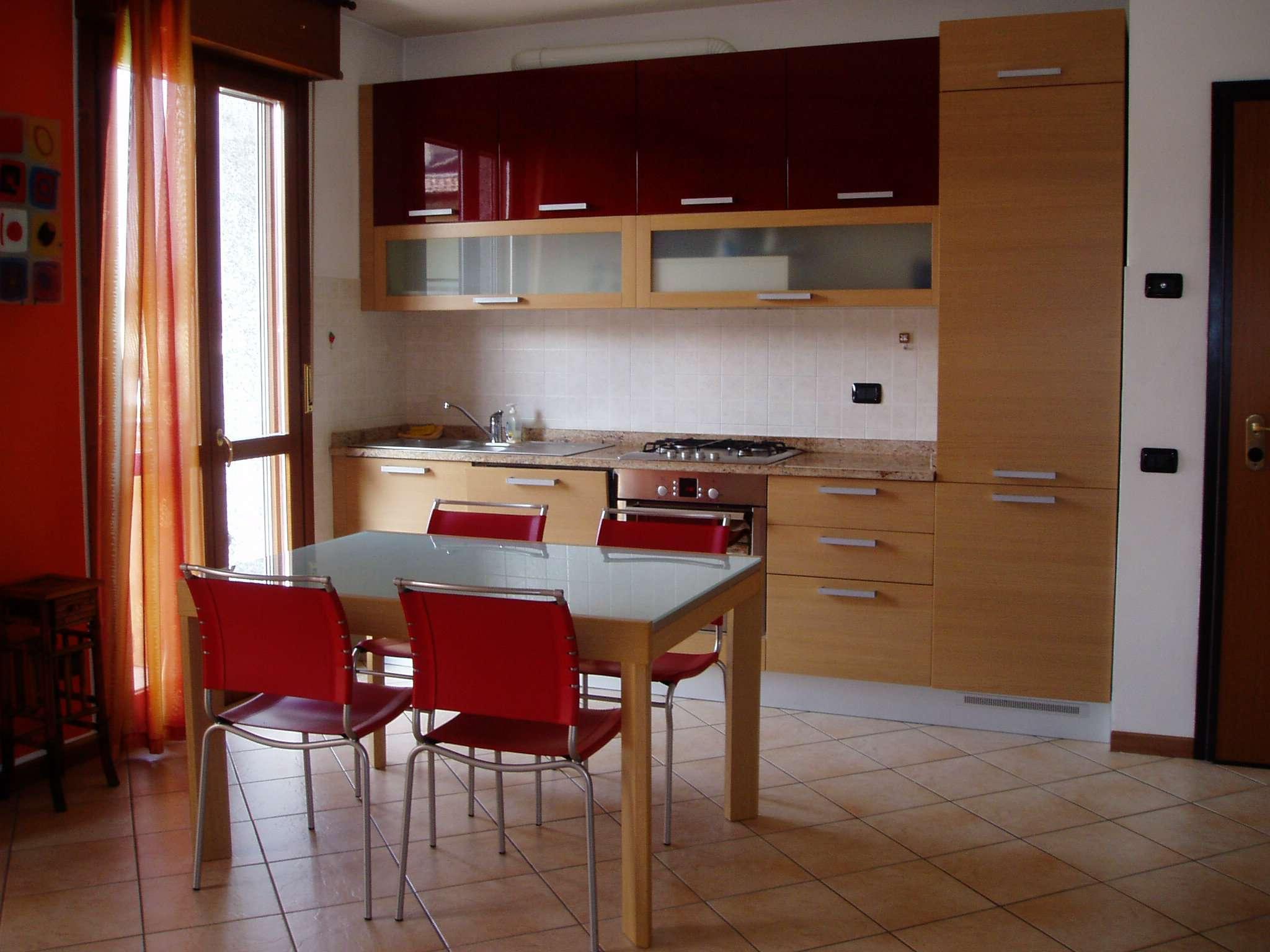 Appartamento in ottime condizioni arredato in vendita Rif. 7140385