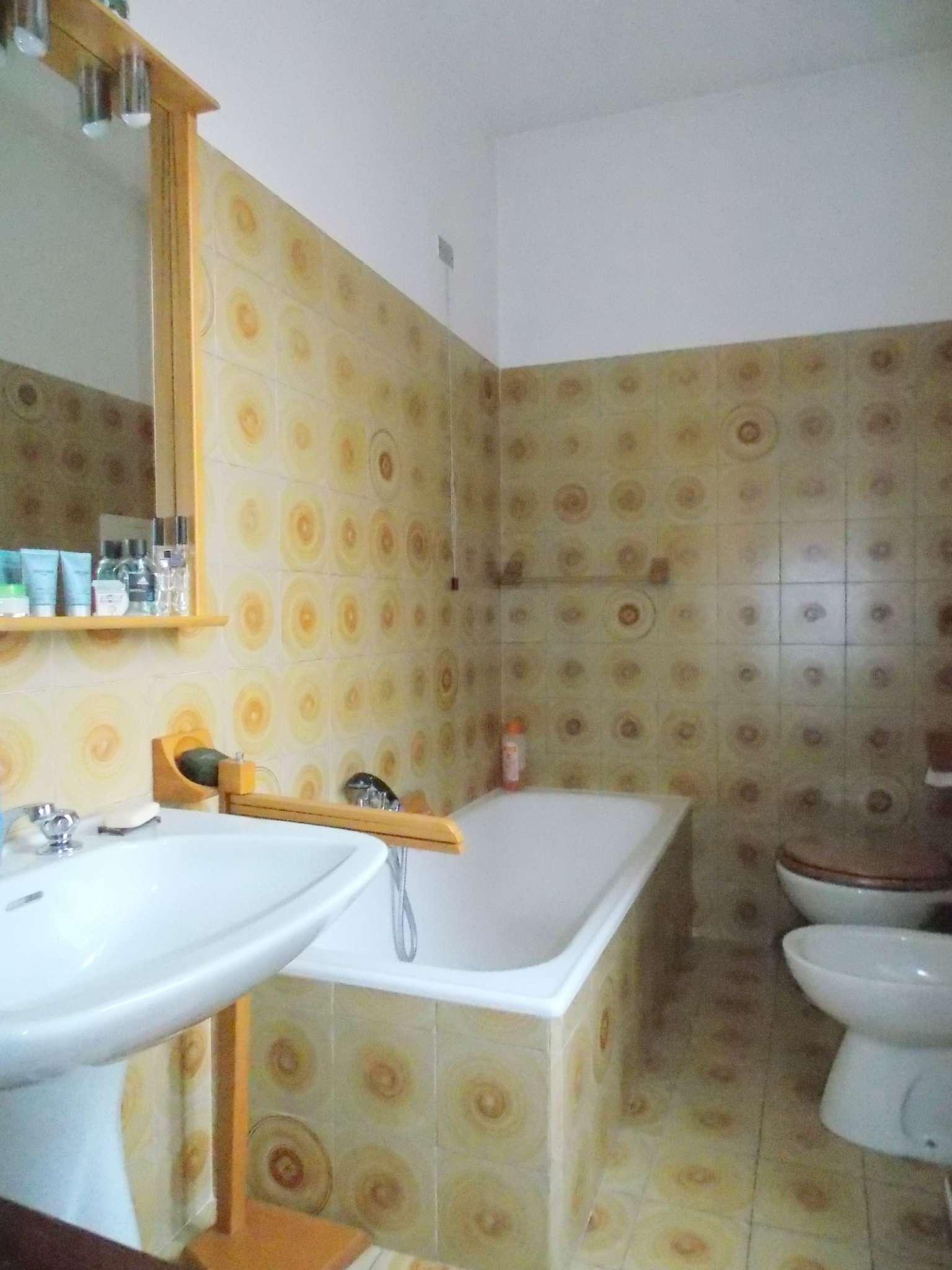 Appartamento in buone condizioni in vendita Rif. 8619676