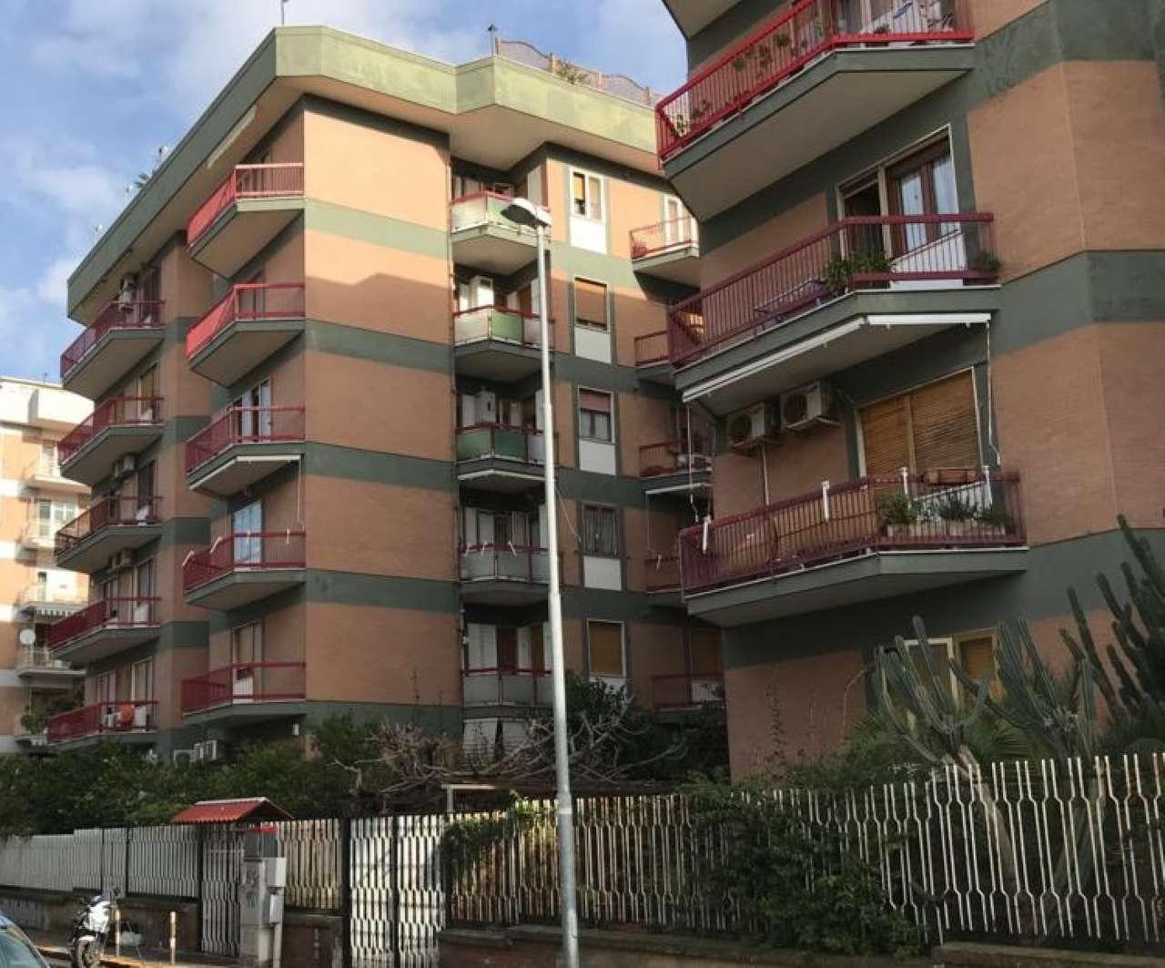 Appartamento in buone condizioni parzialmente arredato in affitto Rif. 8661069