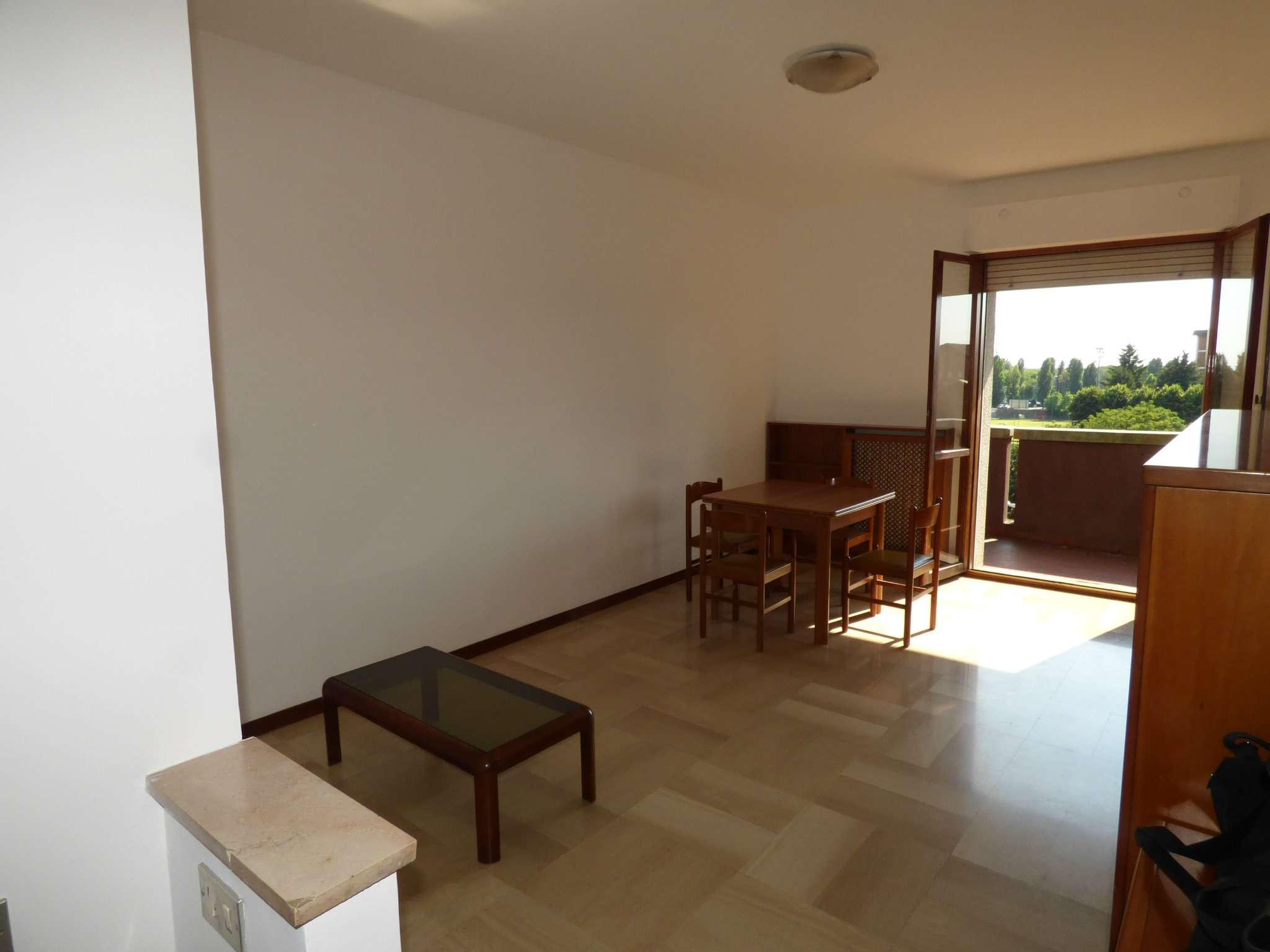 Appartamento in discrete condizioni in vendita Rif. 7348716