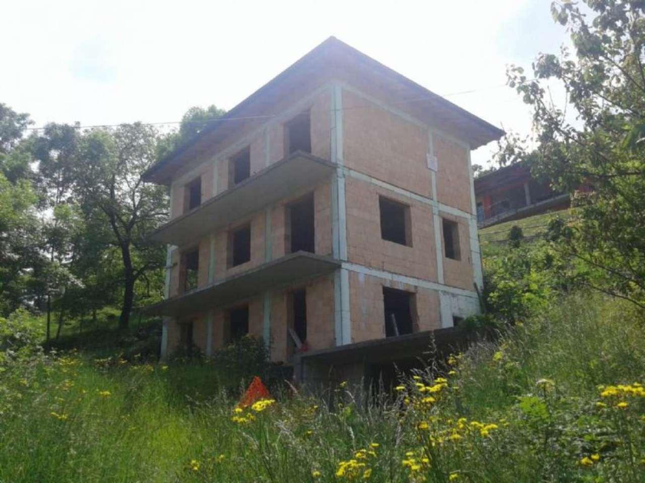 Villa in vendita a Cerano d'Intelvi, 5 locali, prezzo € 175.000 | CambioCasa.it