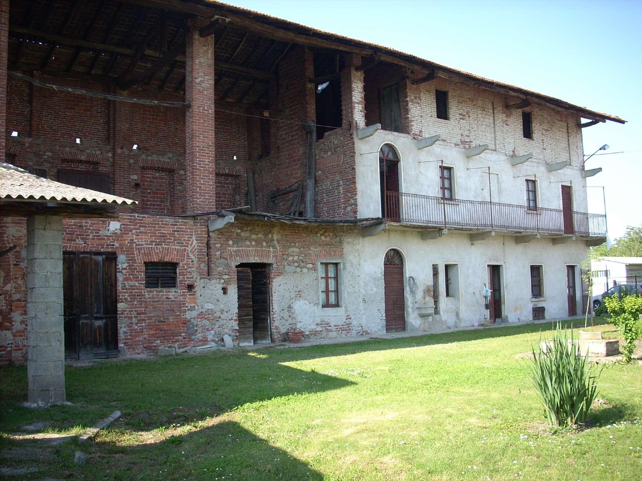 Rustico / Casale in vendita a Cavaglio d'Agogna, 5 locali, prezzo € 119.000   CambioCasa.it