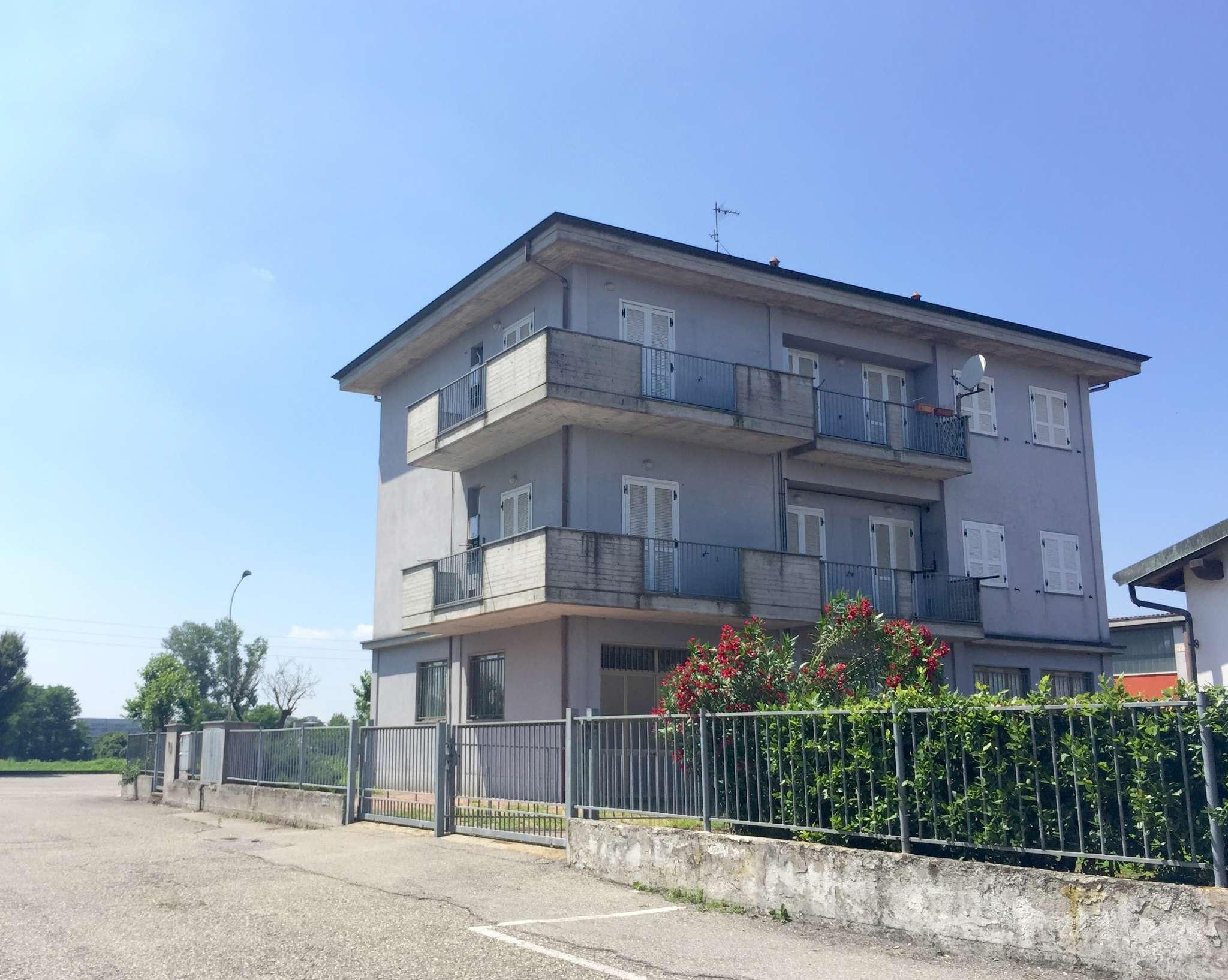 Palazzo / Stabile in vendita a Vizzolo Predabissi, 9999 locali, prezzo € 330.000   CambioCasa.it