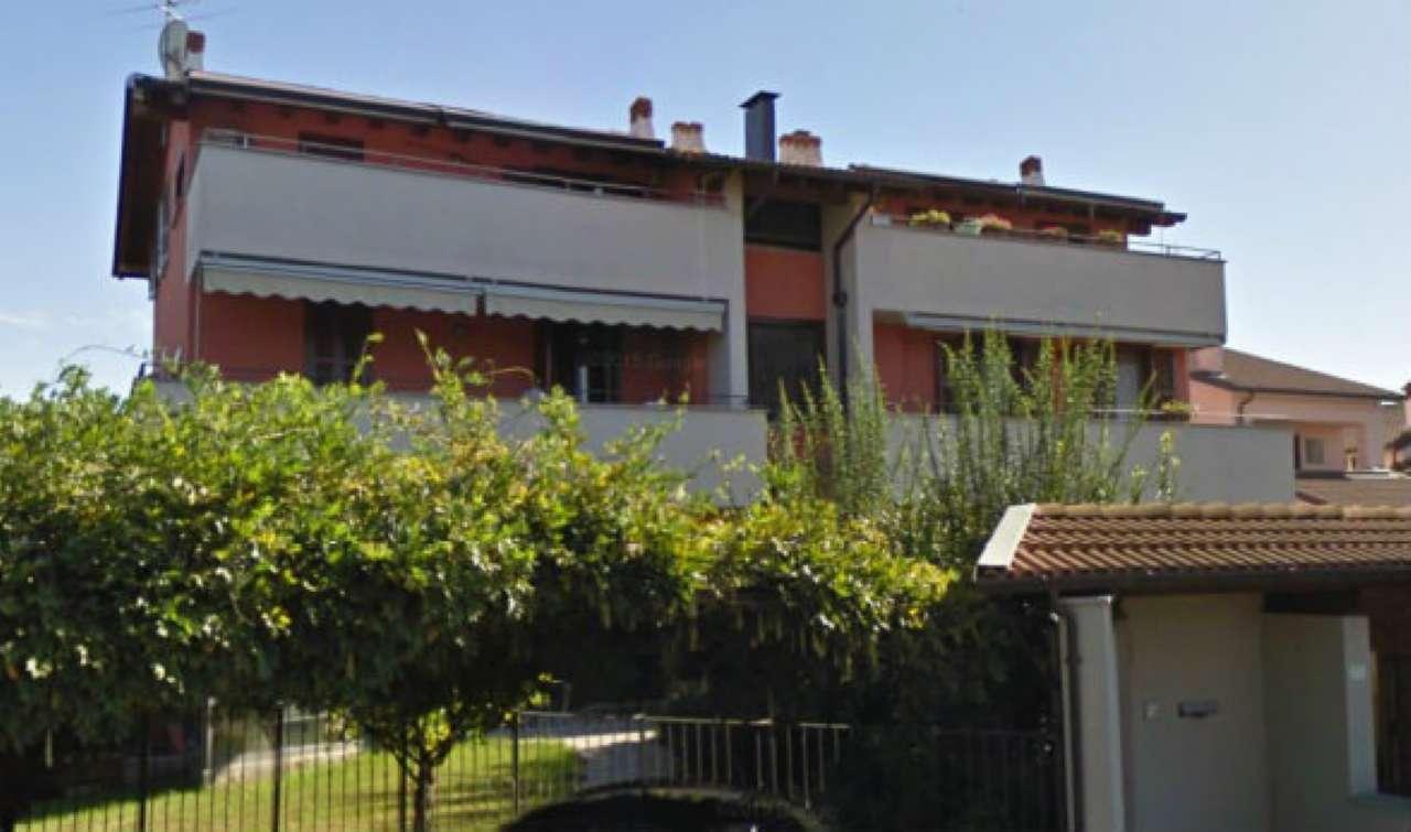 Appartamento in buone condizioni in vendita Rif. 5599875