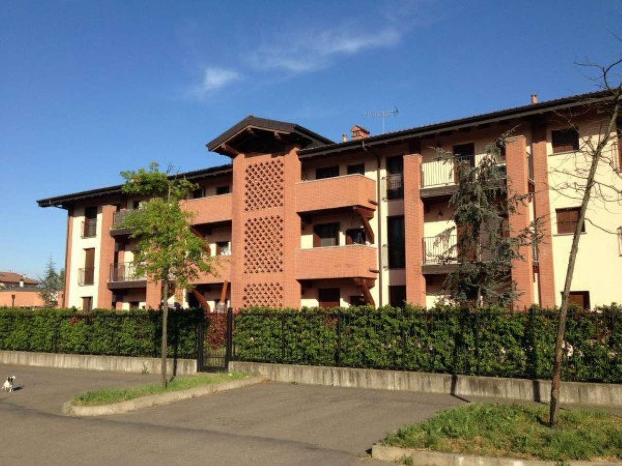 Appartamento in buone condizioni arredato in affitto Rif. 8648474