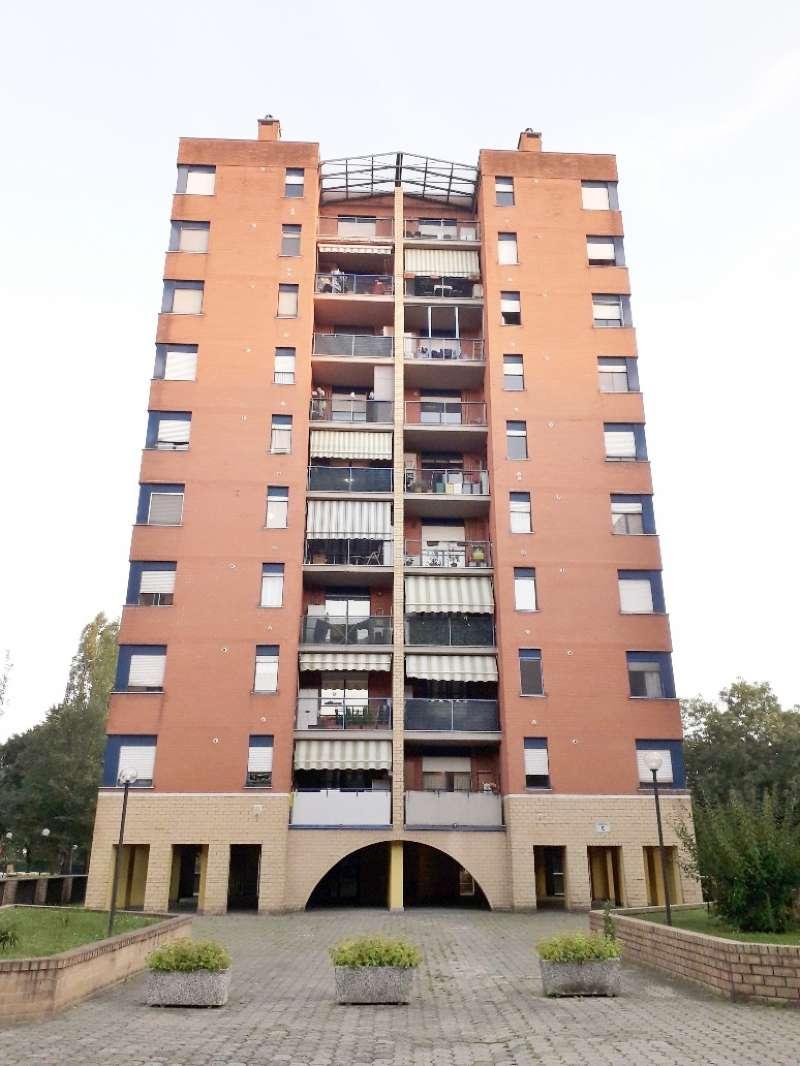Appartamento ristrutturato parzialmente arredato in affitto Rif. 8036122
