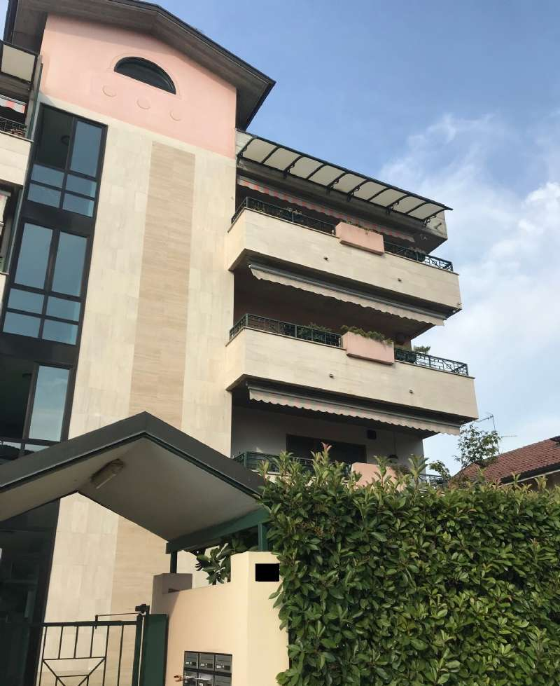 Appartamento in vendita a Pero, 3 locali, prezzo € 285.000   CambioCasa.it