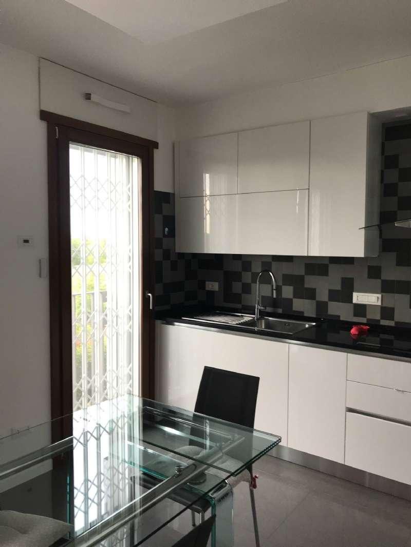 Appartamento in vendita a Pero, 3 locali, prezzo € 385.000   CambioCasa.it