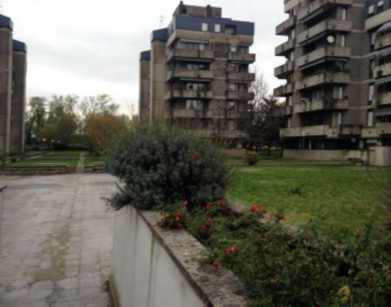 Appartamento in vendita a Rho, 3 locali, prezzo € 93.750   CambioCasa.it