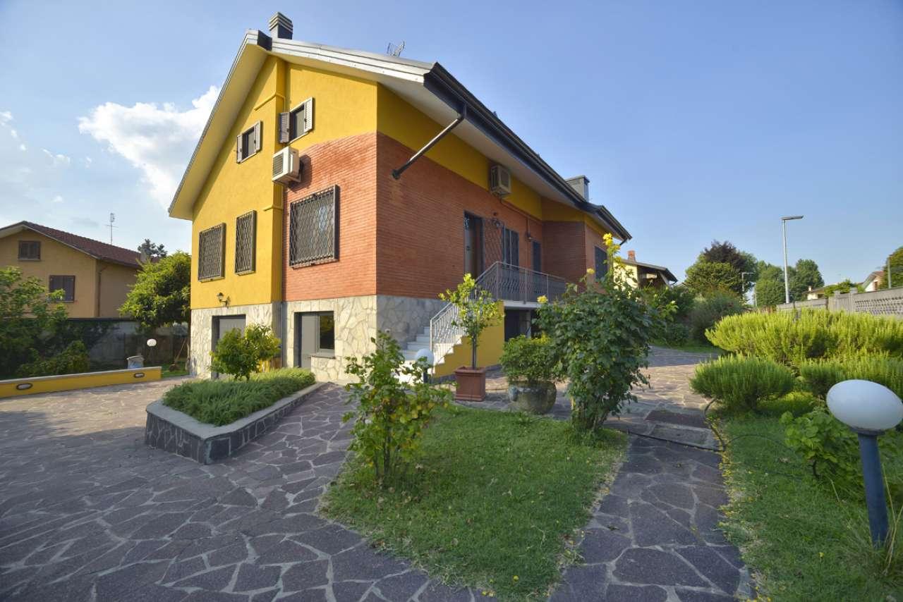 Villa in vendita a Assago, 7 locali, prezzo € 730.000 | CambioCasa.it