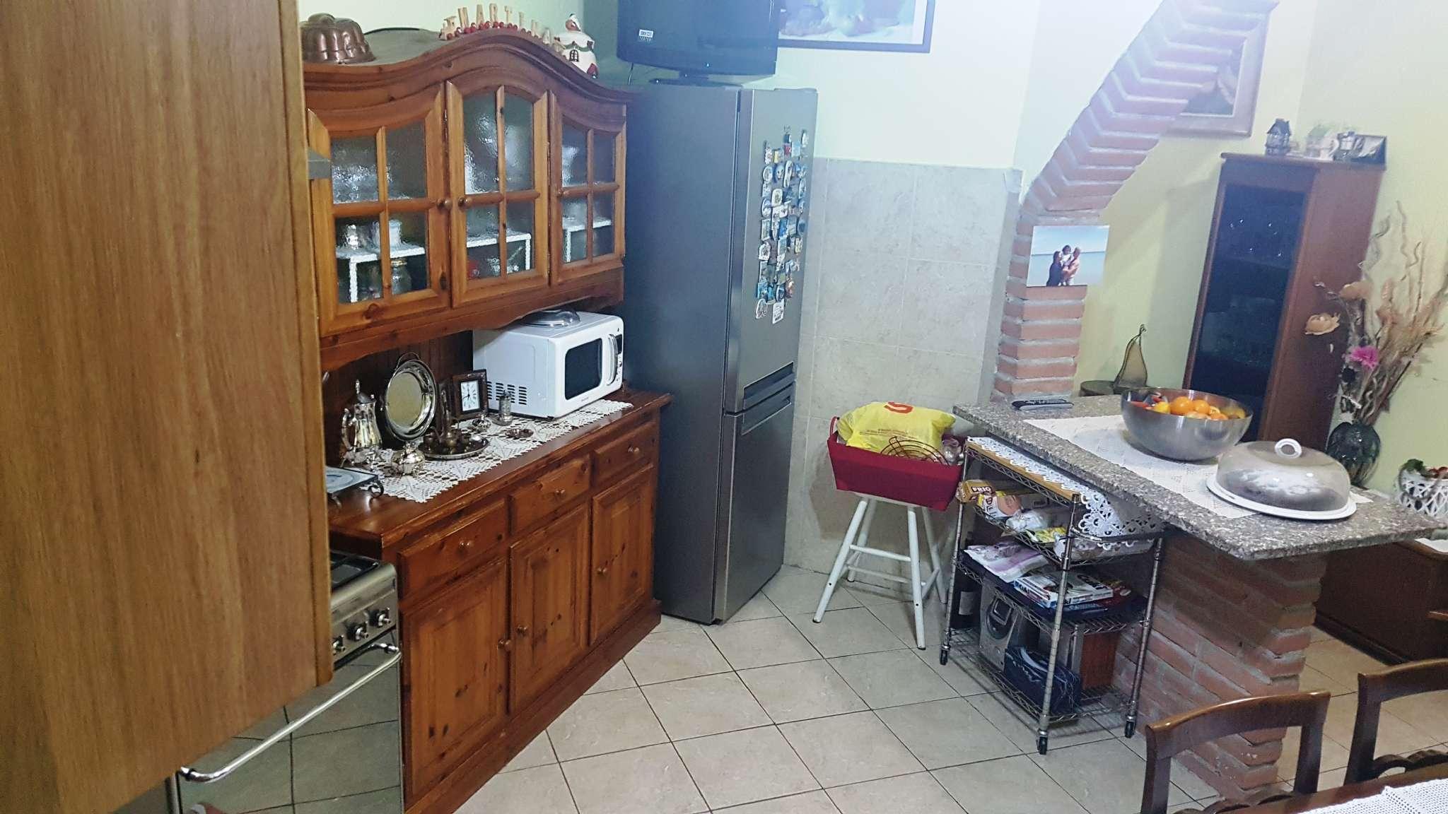 Appartamento in buone condizioni parzialmente arredato in vendita Rif. 7336812