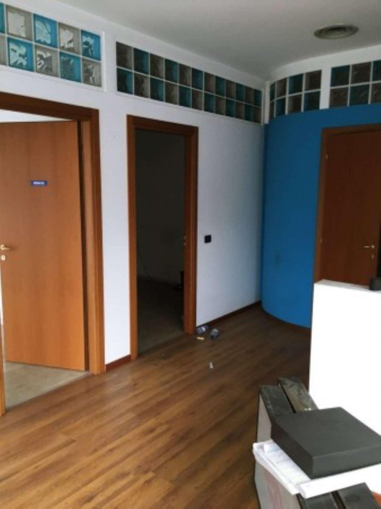 Negozio / Locale in affitto a Bresso, 2 locali, prezzo € 1.200   CambioCasa.it