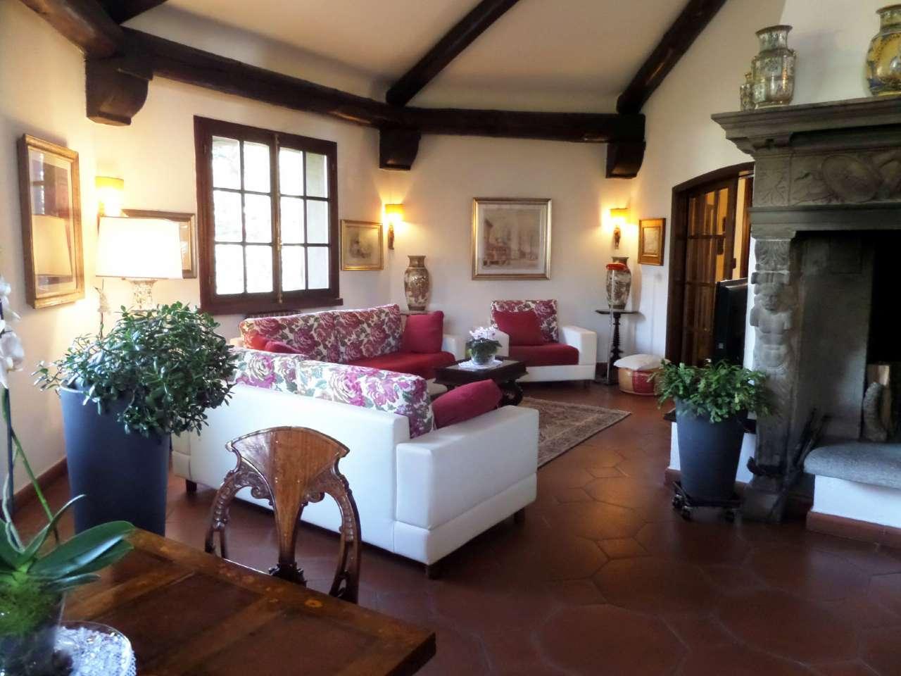 Villa in vendita a Cerro Maggiore, 8 locali, Trattative riservate | CambioCasa.it