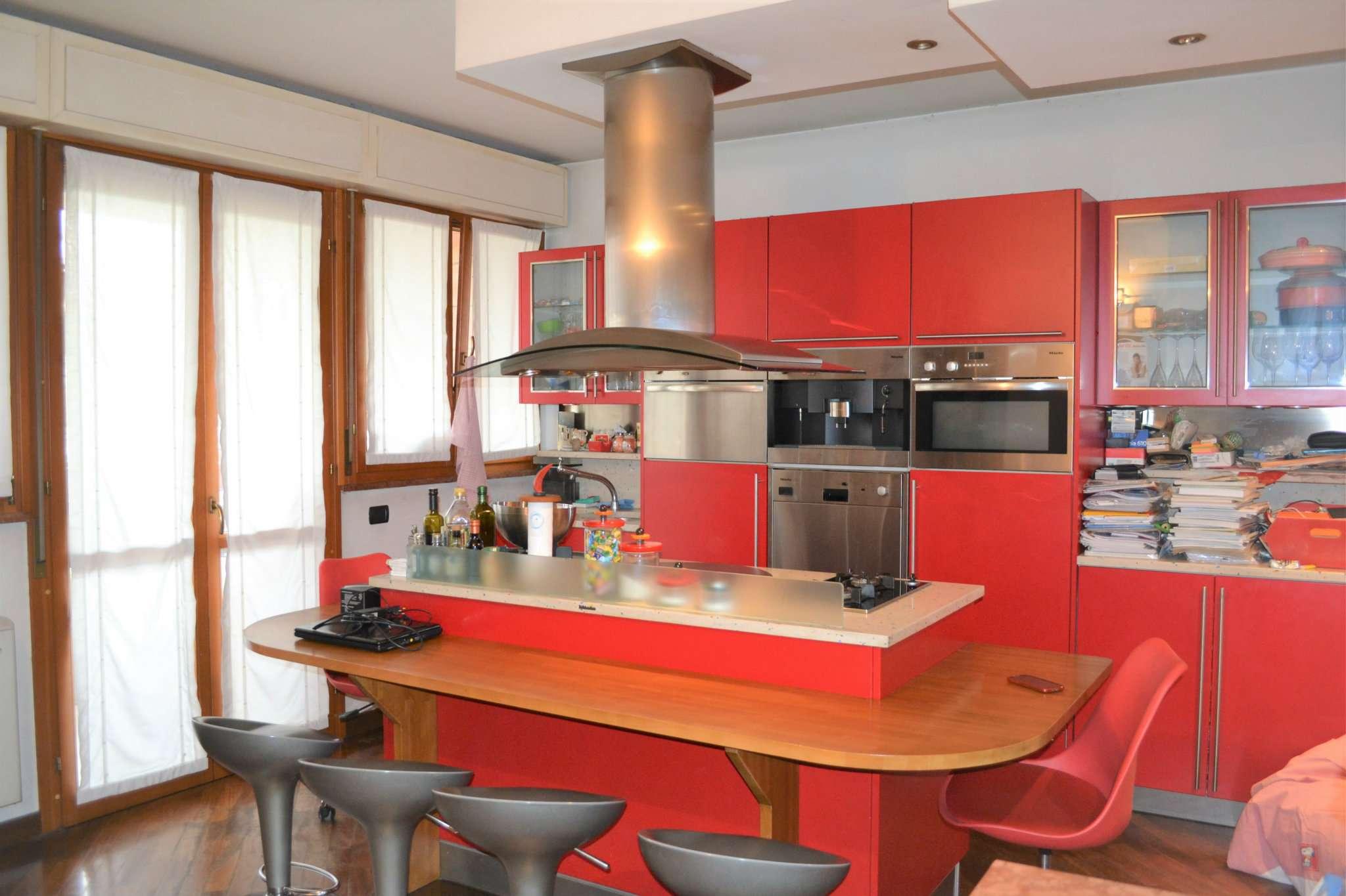 Appartamento in buone condizioni in vendita Rif. 5101541