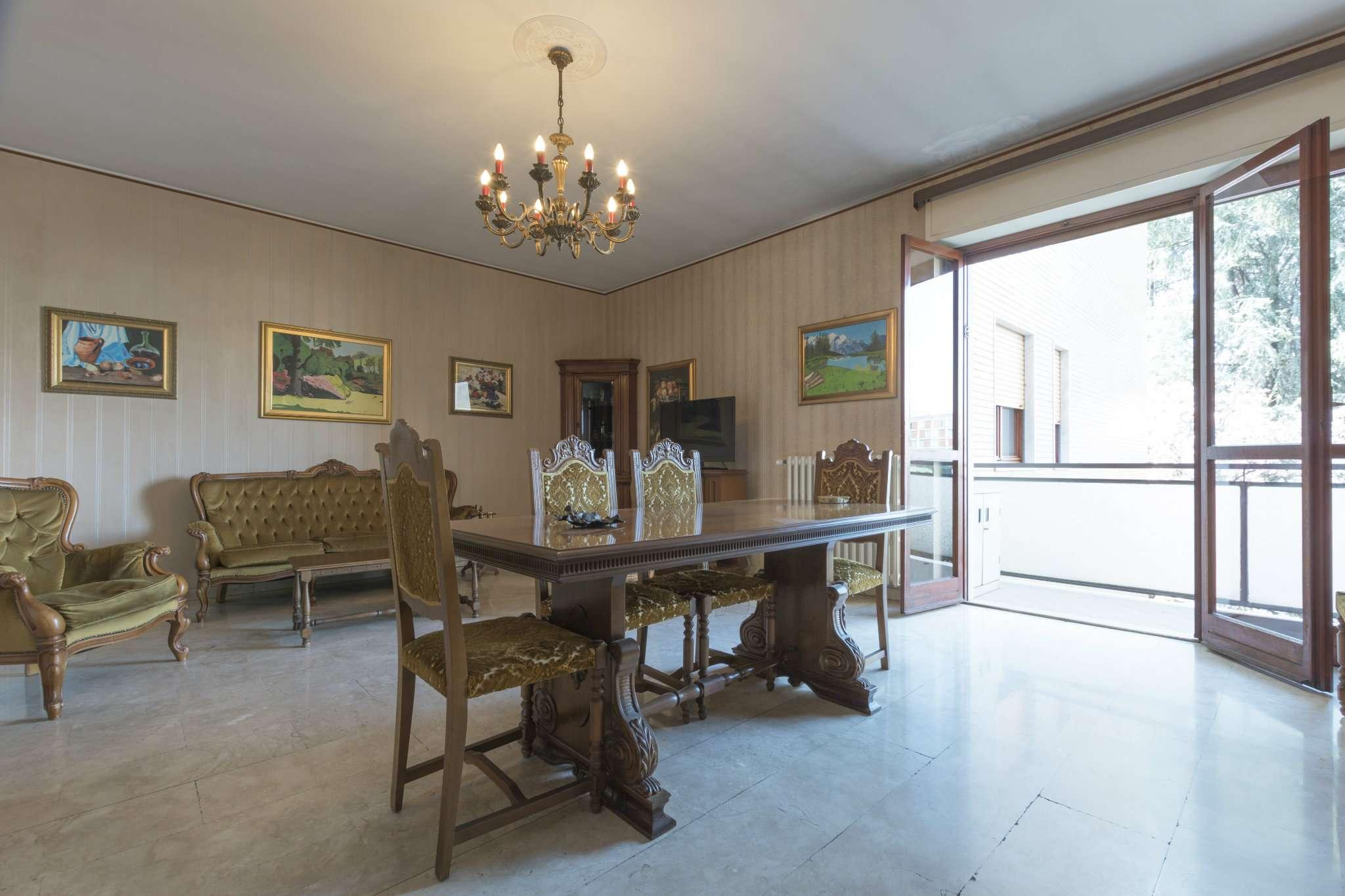 Appartamento in buone condizioni in vendita Rif. 5975019