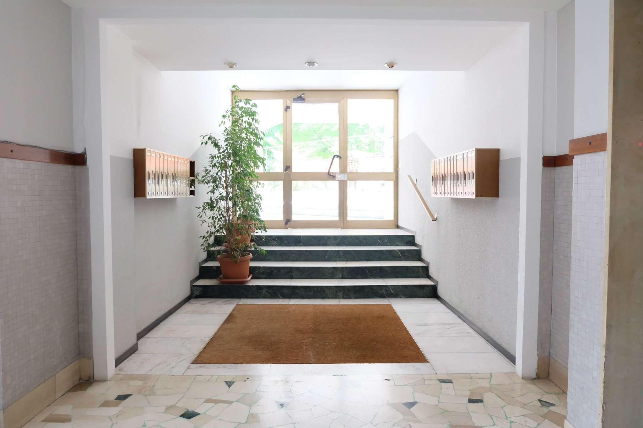 Laboratorio in affitto a Bresso, 6 locali, prezzo € 1.000 | CambioCasa.it