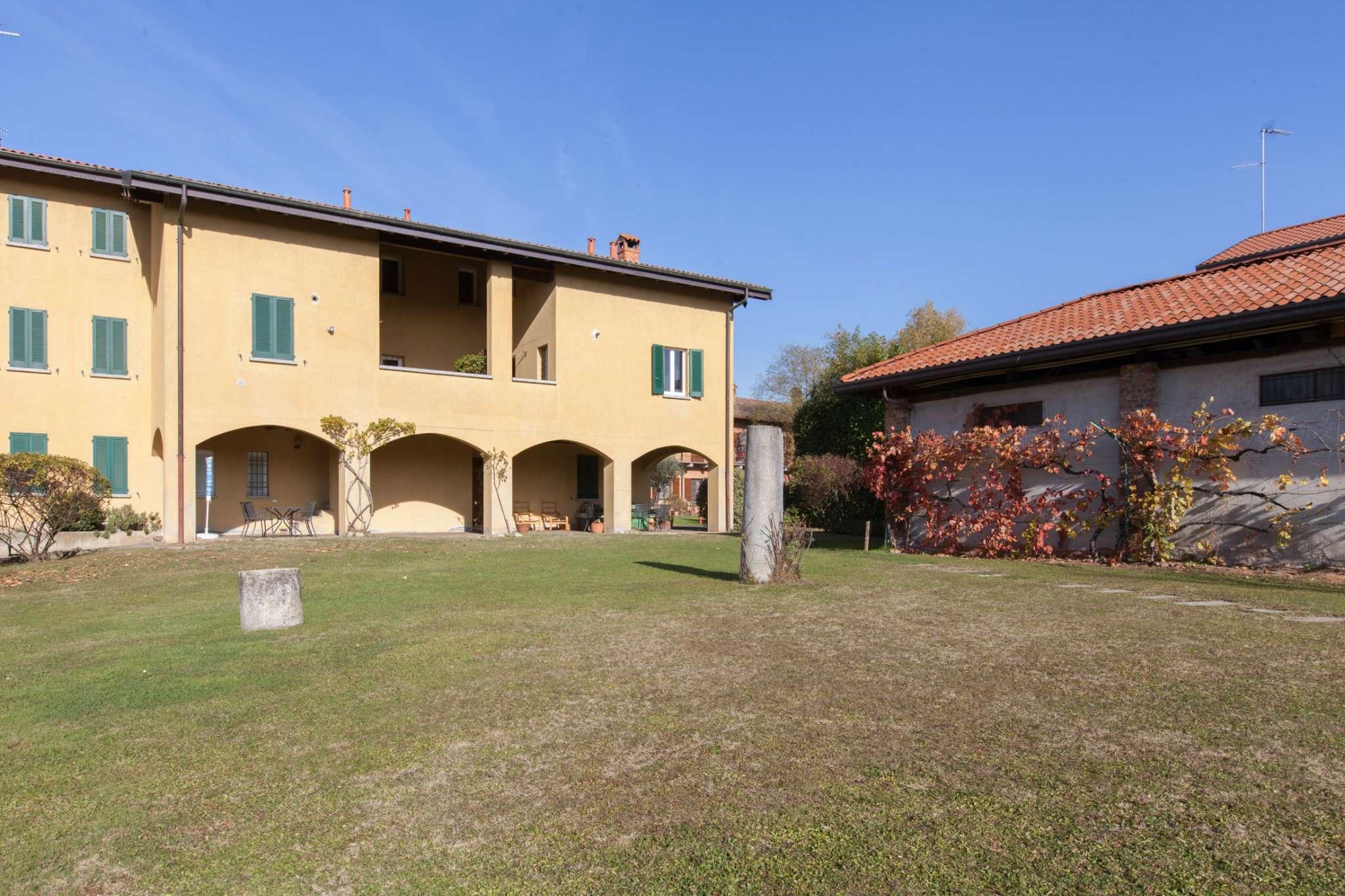 Rustico / Casale in affitto a Appiano Gentile, 4 locali, prezzo € 1.350 | CambioCasa.it