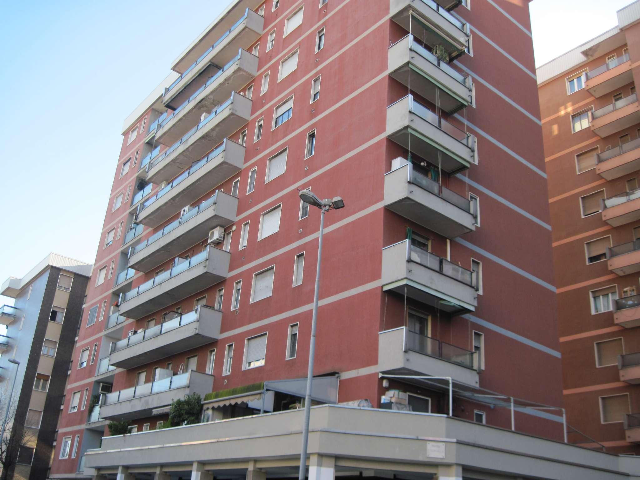 Appartamento in buone condizioni in vendita Rif. 8863146