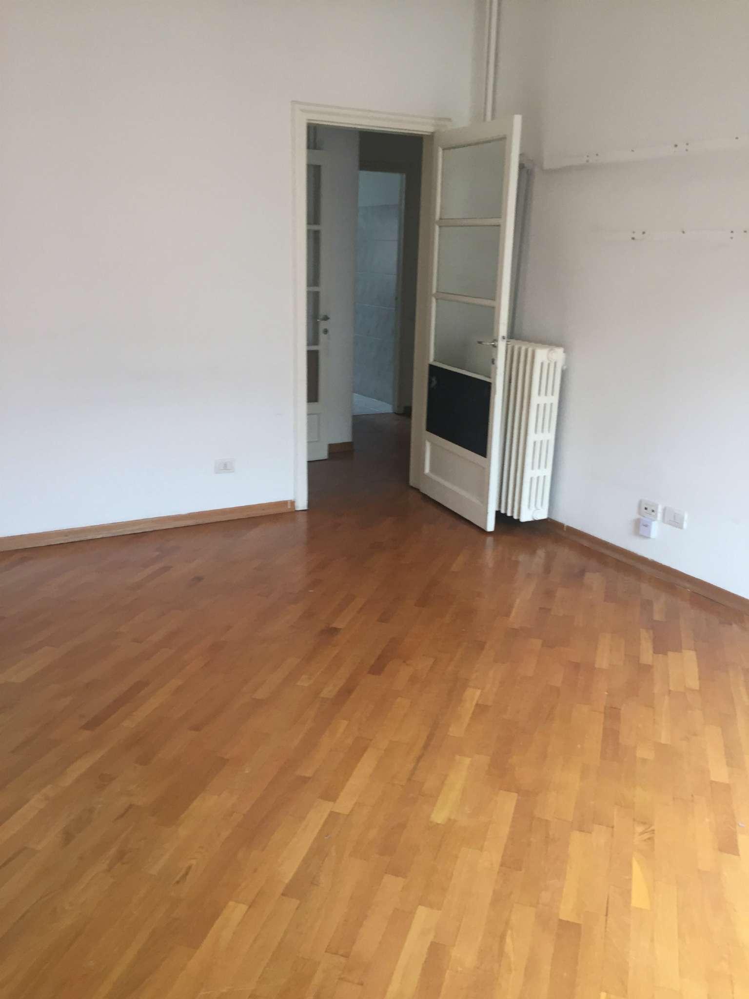 Appartamento in buone condizioni parzialmente arredato in affitto Rif. 5975652