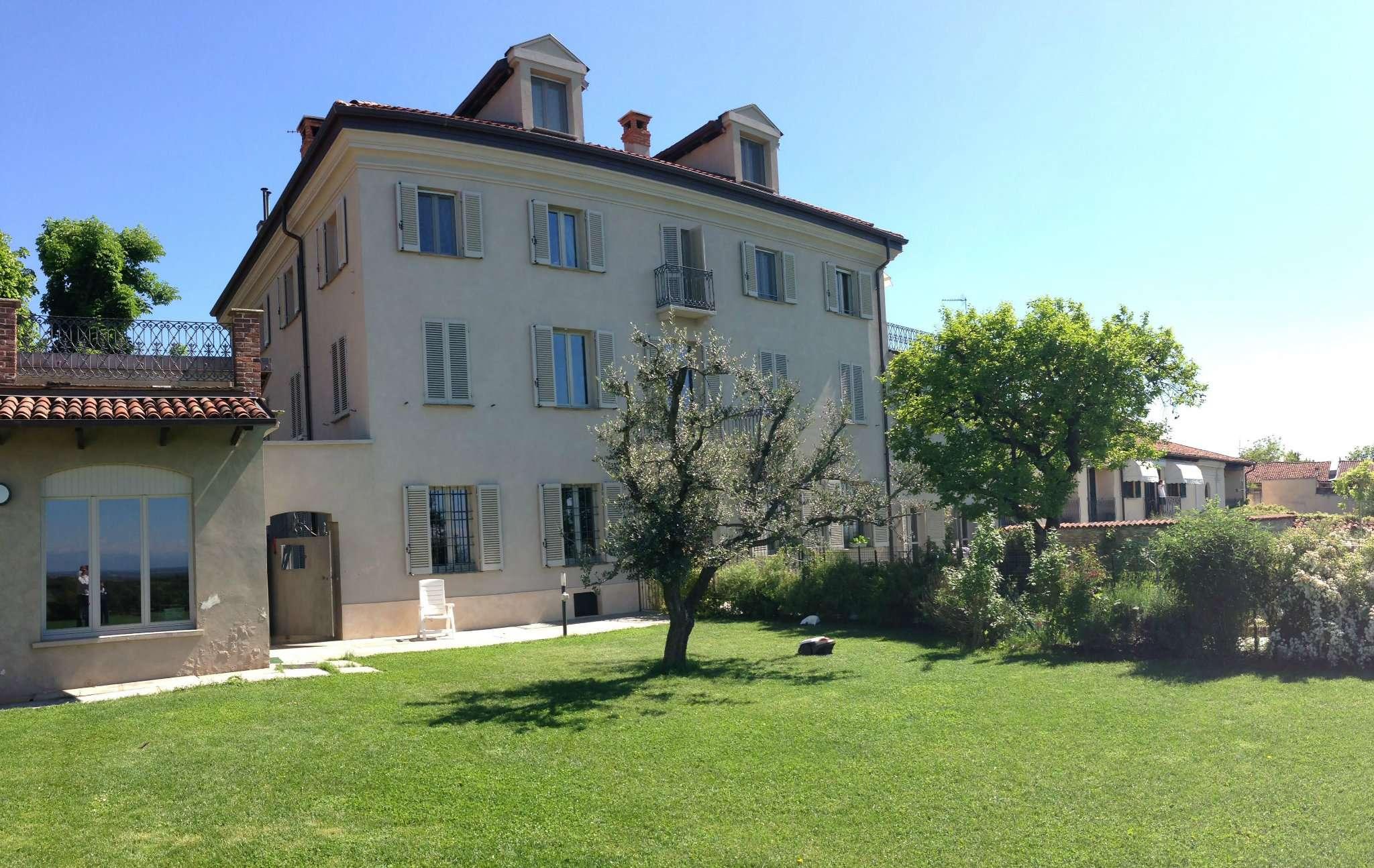 In splendida villa del 1700 ristrutturata, appartamento di 220 mq arredato con 800 mq di giardino.