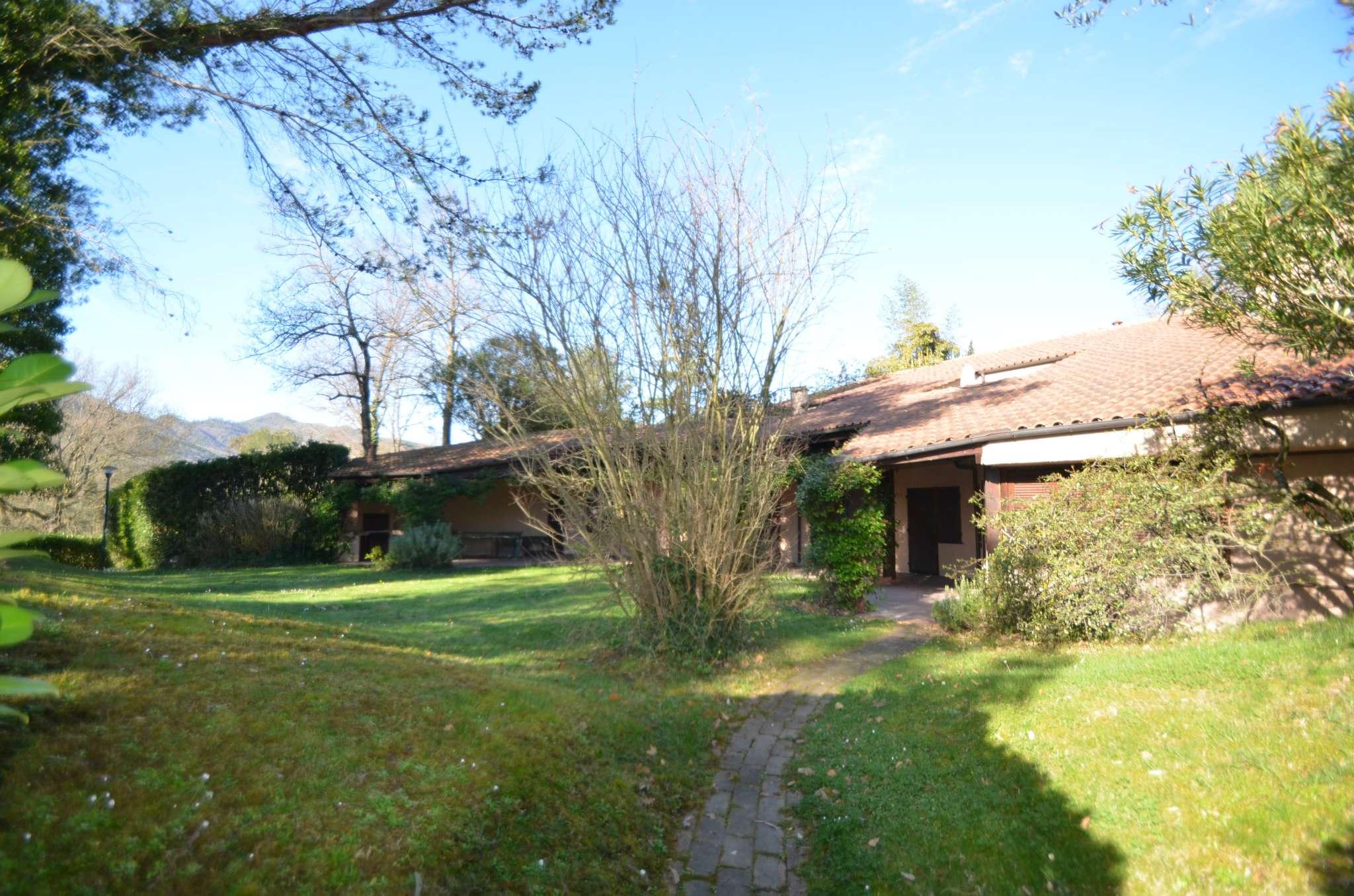 Golf Garlenda , fronte buca 1, bell ' appartamento con ampio giardino.