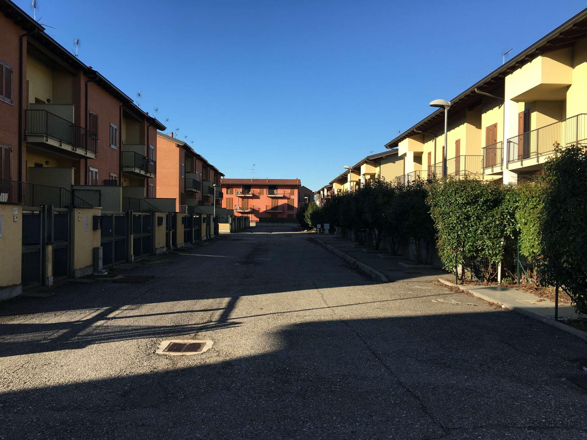 Appartamento in vendita a Corbetta, 4 locali, prezzo € 140.000   CambioCasa.it