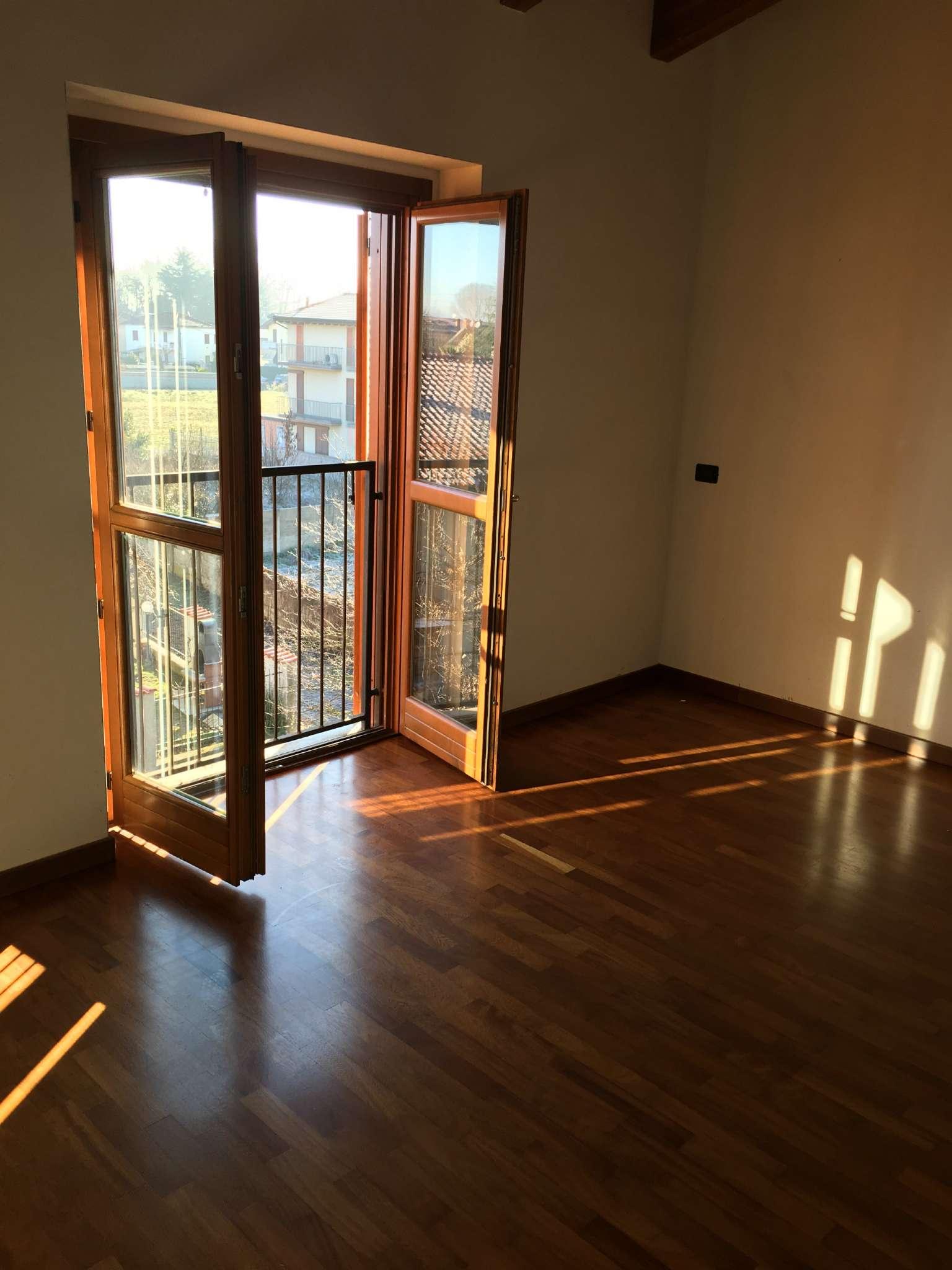 Appartamento in vendita a Corbetta, 4 locali, prezzo € 137.000   CambioCasa.it