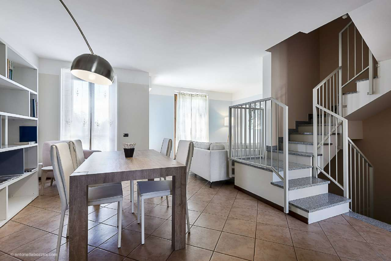 Villa in vendita a Corbetta, 5 locali, prezzo € 260.000   CambioCasa.it