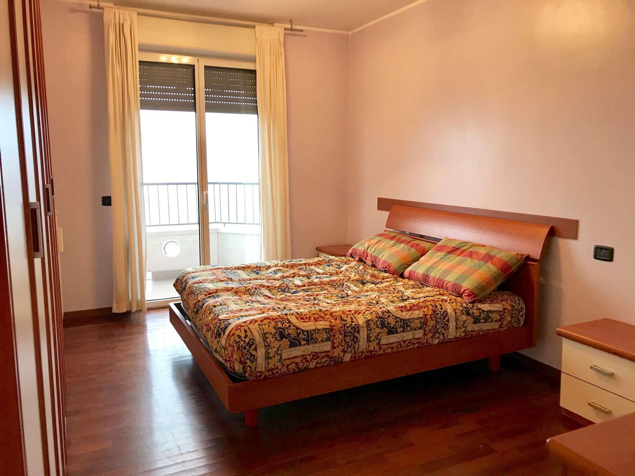 Stanza / posto letto ristrutturato arredato in affitto Rif. 9306806