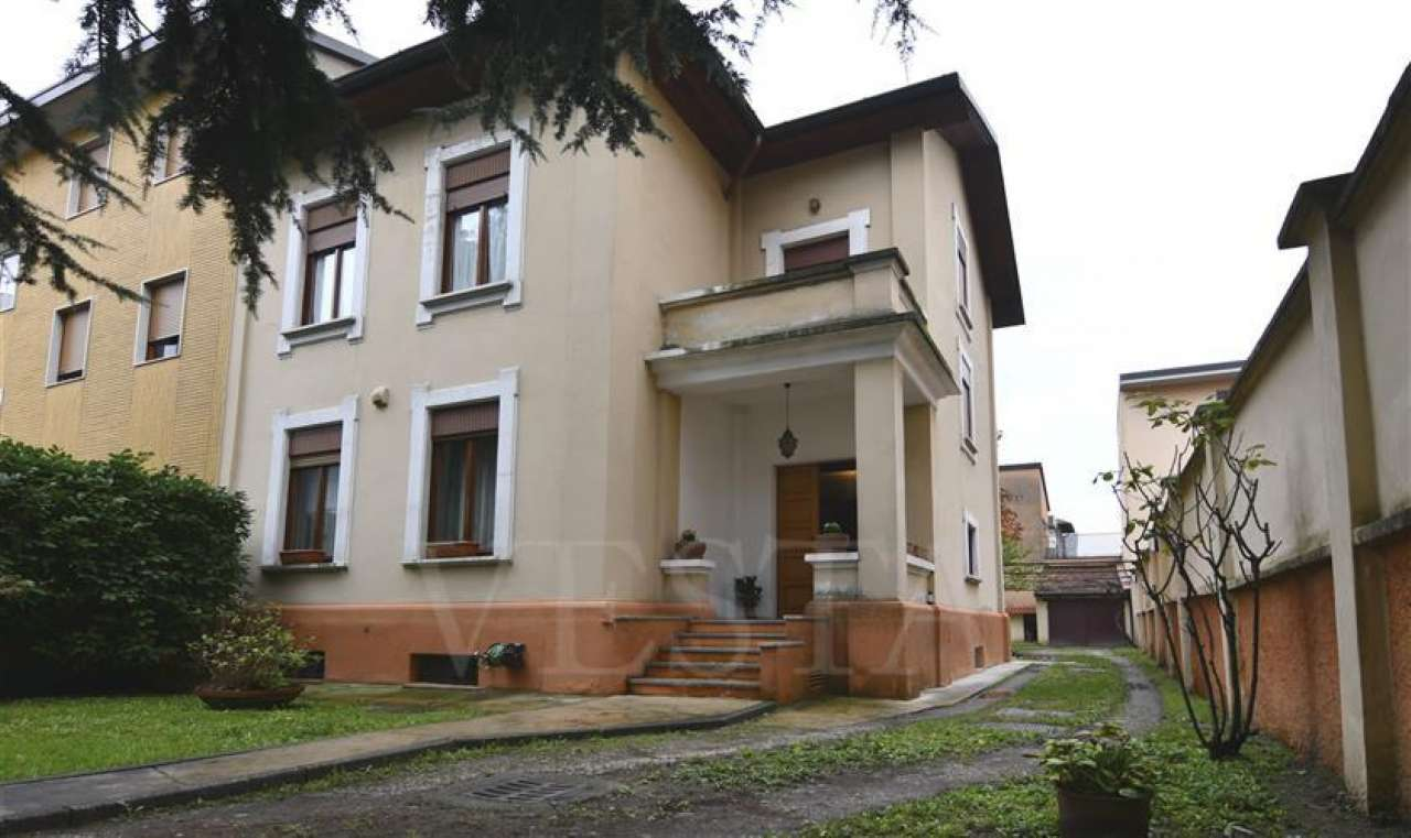 Casa Indipendente in condizioni mediocri in vendita Rif. 8647616