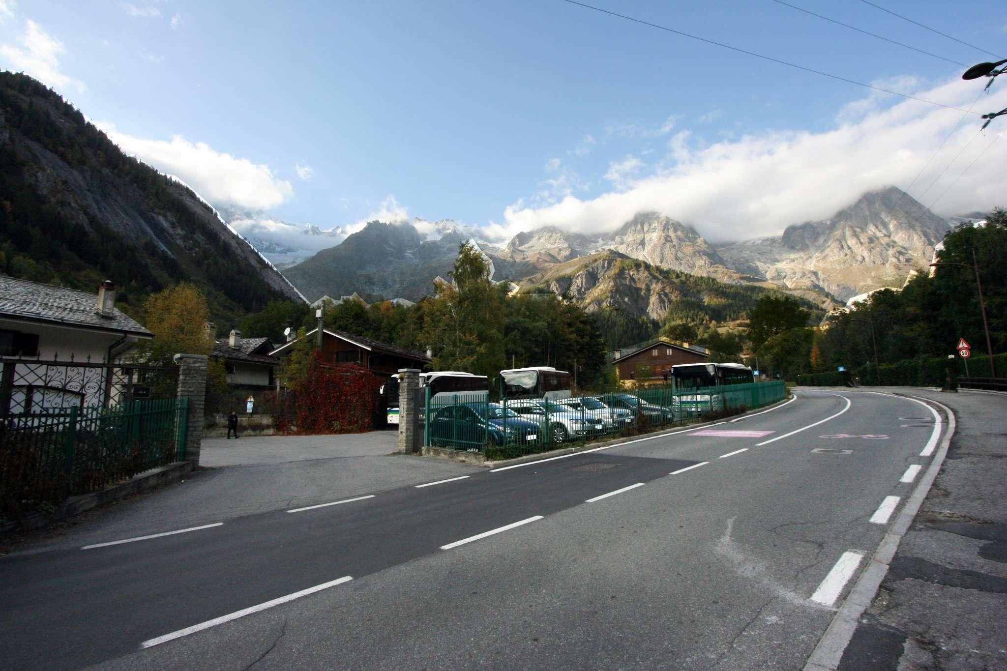 Terreno Edificabile Residenziale in vendita a Courmayeur, 10 locali, prezzo € 550.000 | PortaleAgenzieImmobiliari.it