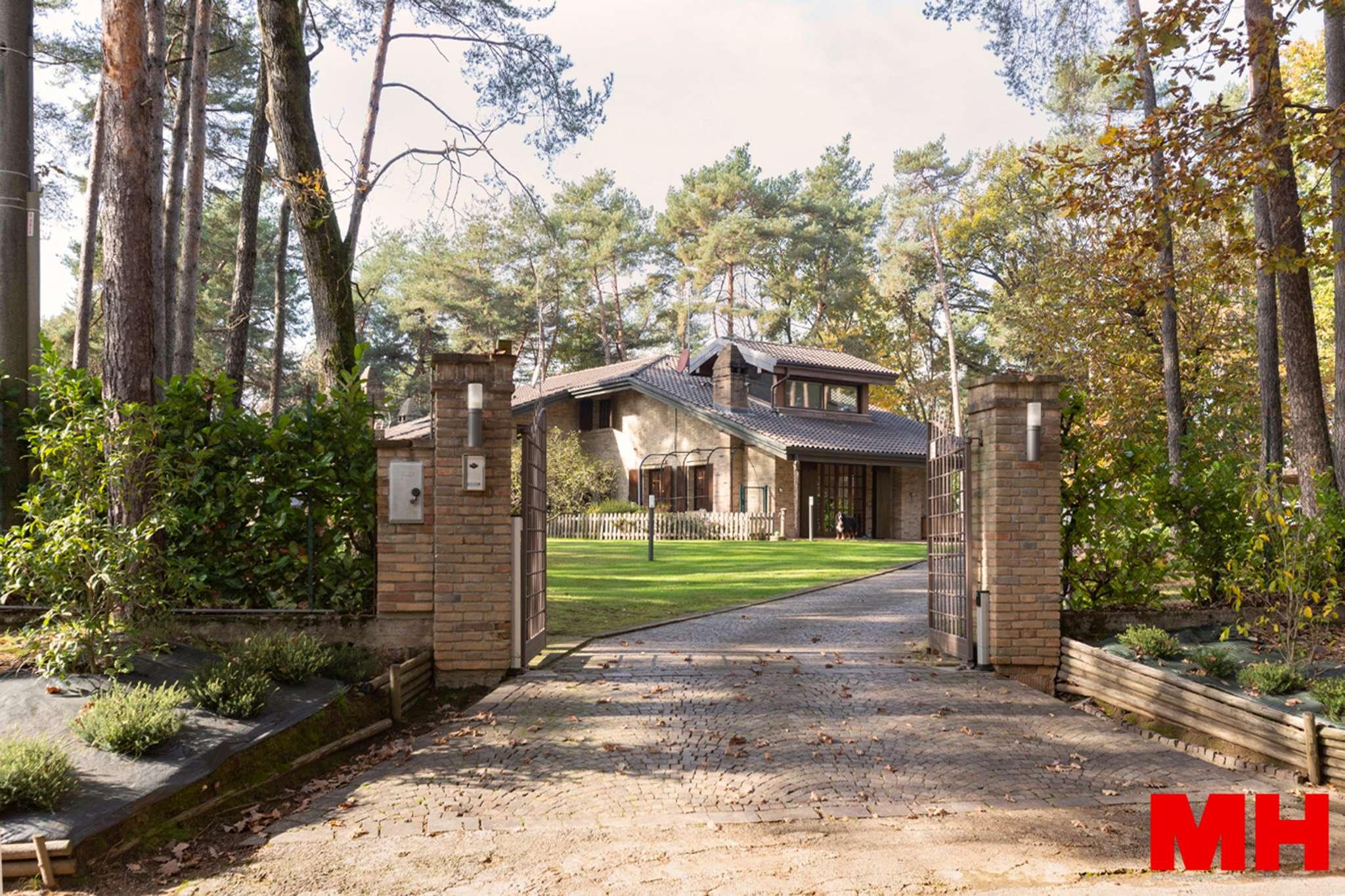 Villa Bifamiliare in Vendita a Venegono Inferiore