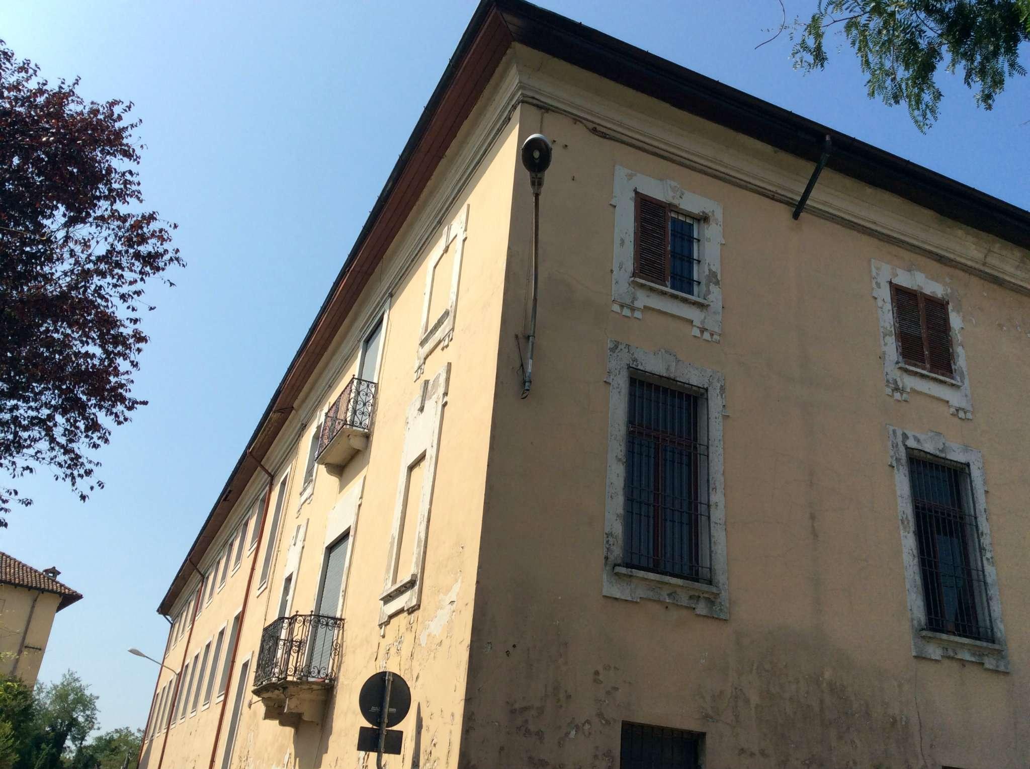 Palazzo / Stabile in vendita a Cuggiono, 10 locali, Trattative riservate | CambioCasa.it