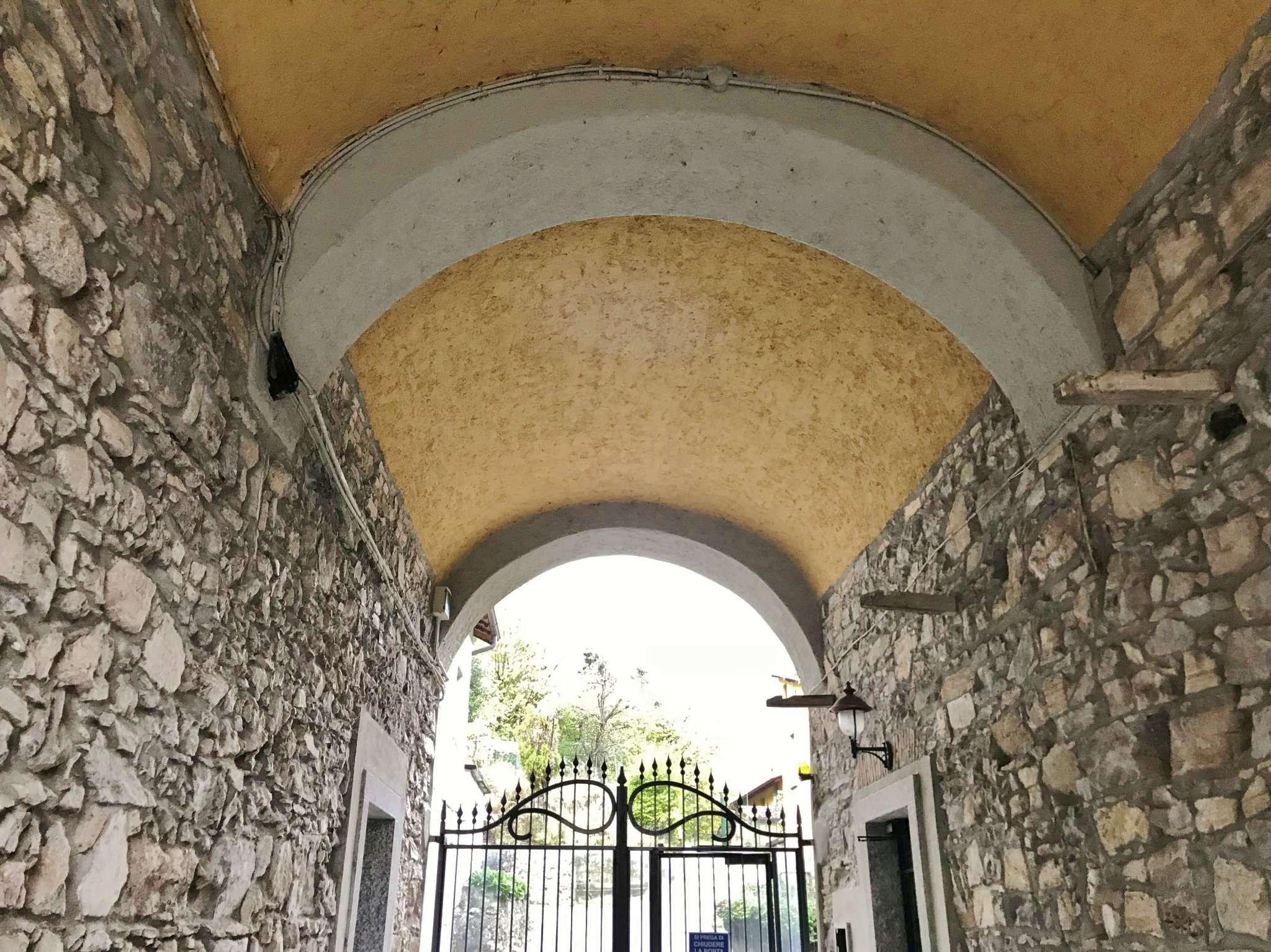 Negozio / Locale in affitto a Ponte Lambro, 2 locali, prezzo € 600 | PortaleAgenzieImmobiliari.it