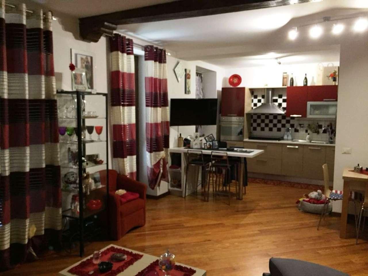Appartamento in buone condizioni arredato in affitto Rif. 7811145