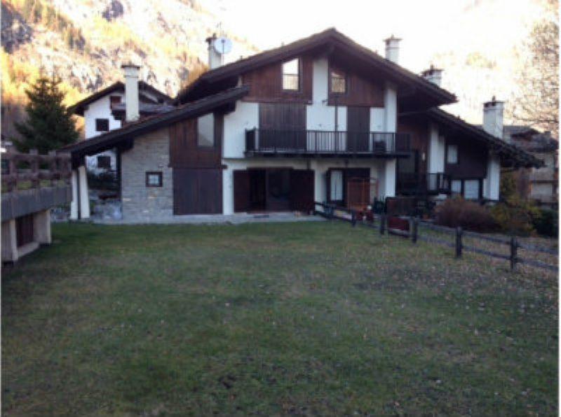 Appartamento con giardino a Courmayeur Rif. 4953185
