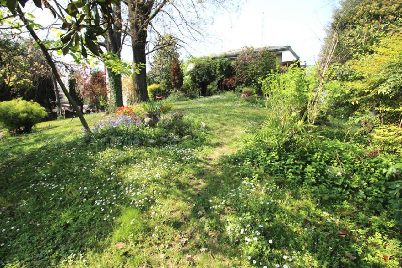 Villa in vendita a Casorezzo, 14 locali, Trattative riservate | CambioCasa.it