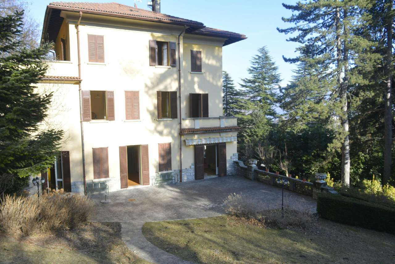 Villa in vendita a Lanzo d'Intelvi, 17 locali, Trattative riservate | PortaleAgenzieImmobiliari.it