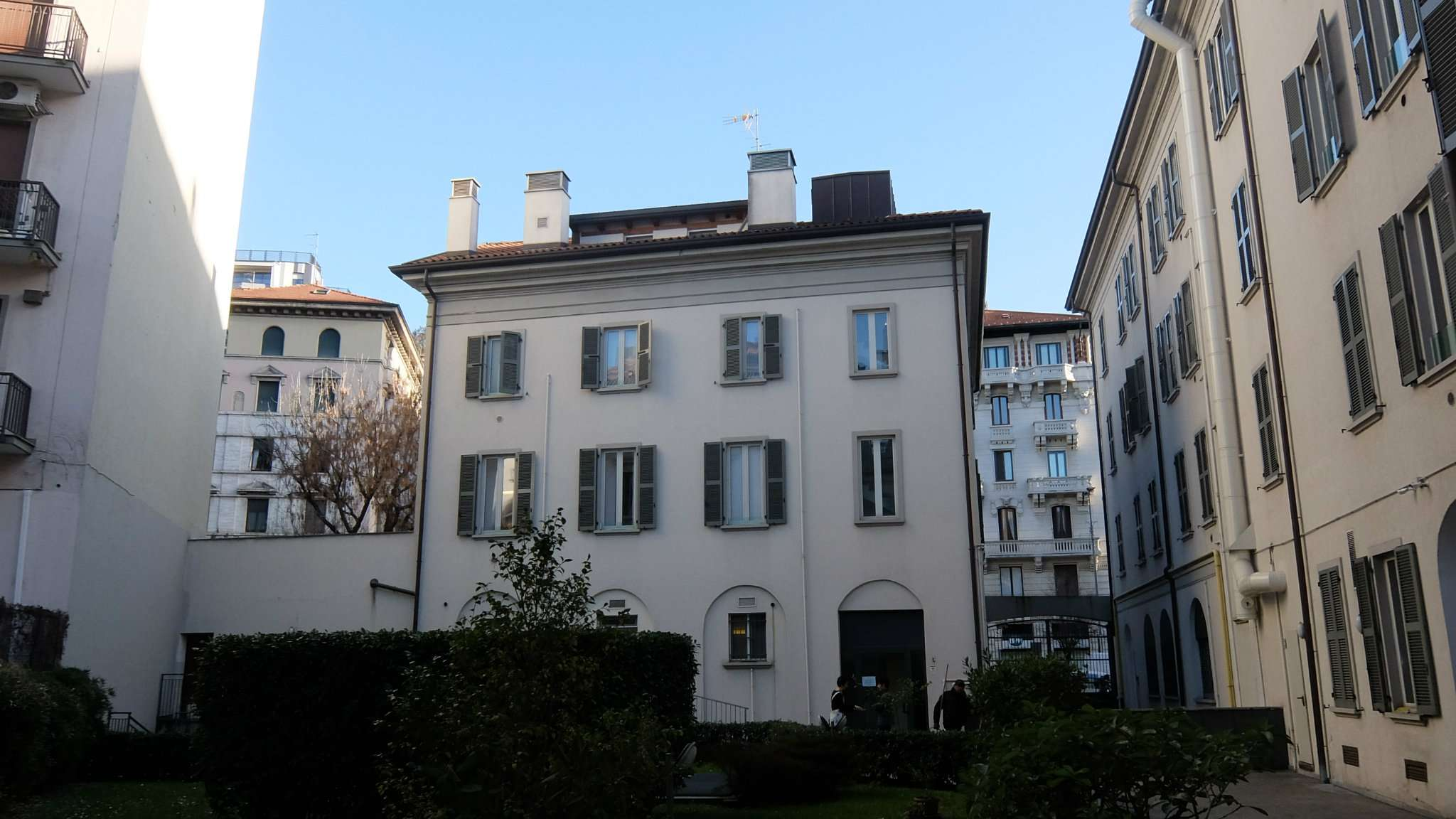 Appartamento affitto con giardino privato a milano for Case arredate affitto milano