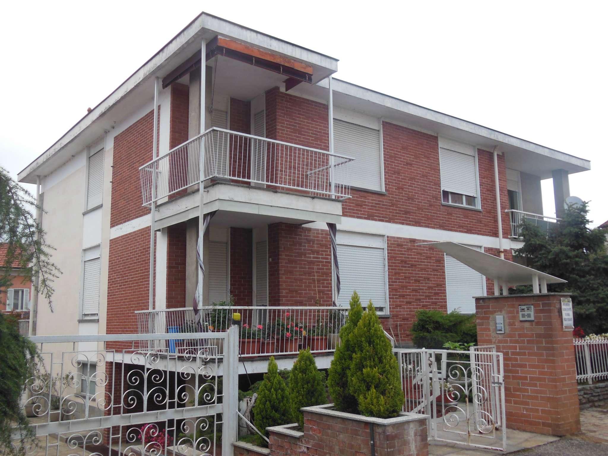 Appartamento in buone condizioni in affitto Rif. 8464224