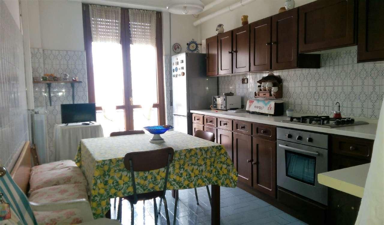 Appartamento in buone condizioni in vendita Rif. 8886678